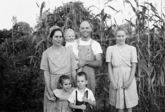 By Mennonite Church USA Archives (Dietzel Vogt families, undated) [No restrictions], via Wikimedia Commons