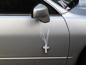 3795157137_64f7249776_Car-crucifix