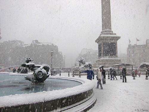 Thames snow photo